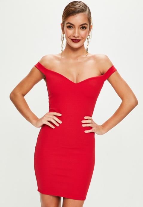 robe-moulante-rouge-col-chancr.jpg